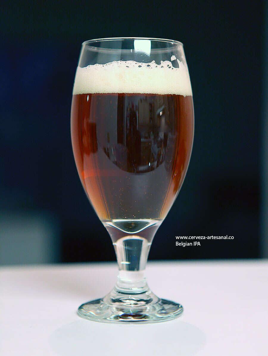 """""""Lucuella Experimental"""" IPA estilo belga a base de Belgian Pilsner con lúpulo Northern Brewer de cuerpo, Styrian Golding de sabor y Citra de aroma"""
