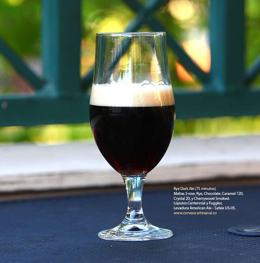 Dark Rye Ale (75 minutos) con maltas 2-row, Chocolate, Crystal 20, Rye, Caramel 120, Cherrywood smoked; lúpulos Centennial y Fuggles